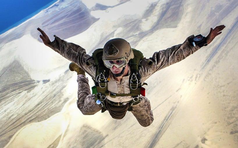 skydiving-678168_1920.jpg